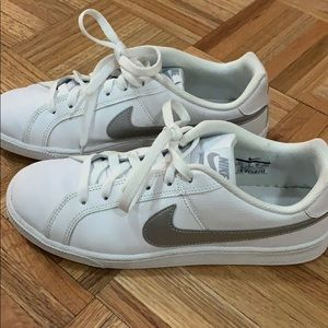 Nike Women's Court Royale 8.5